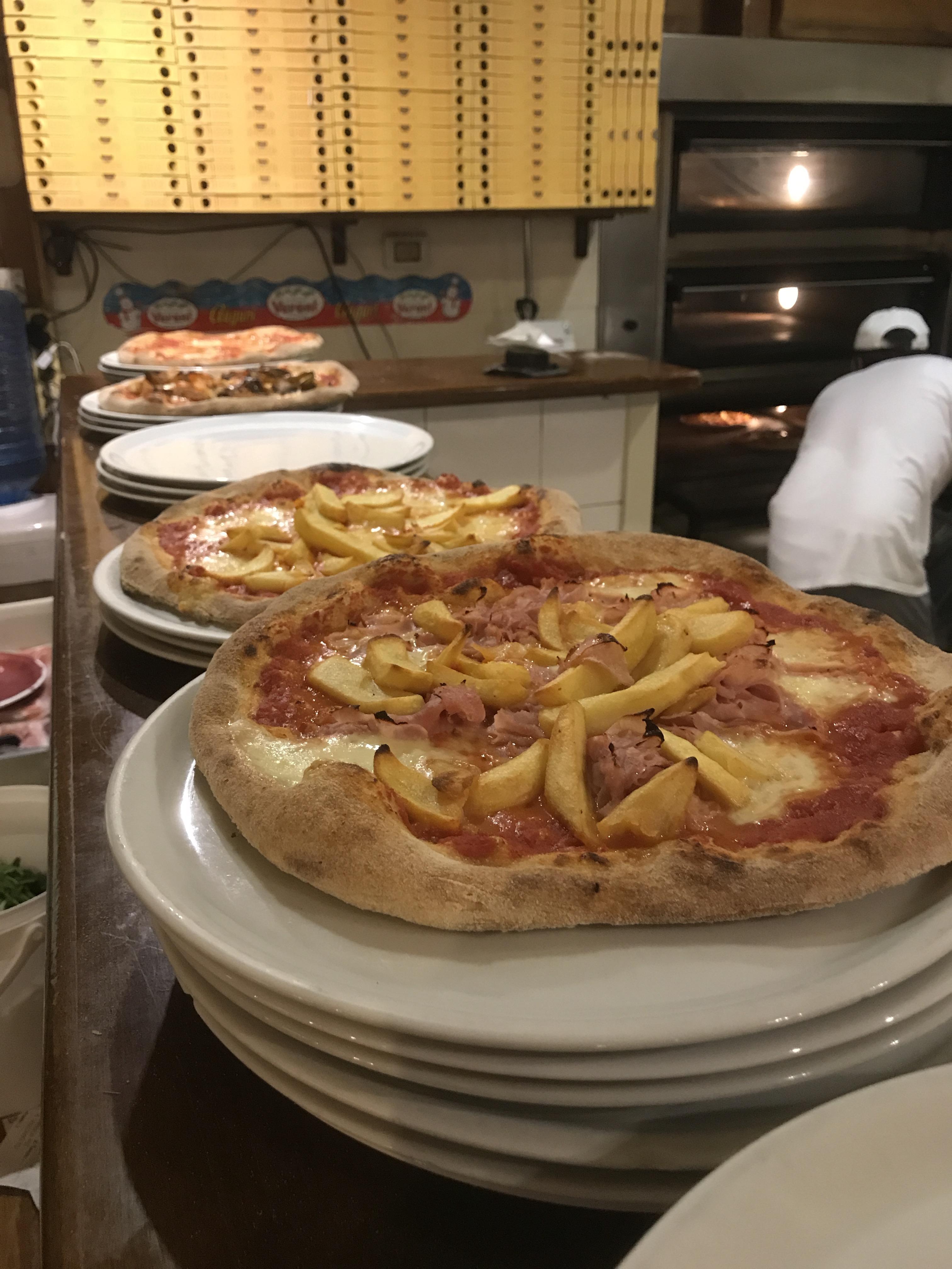 pizza romana con patatine