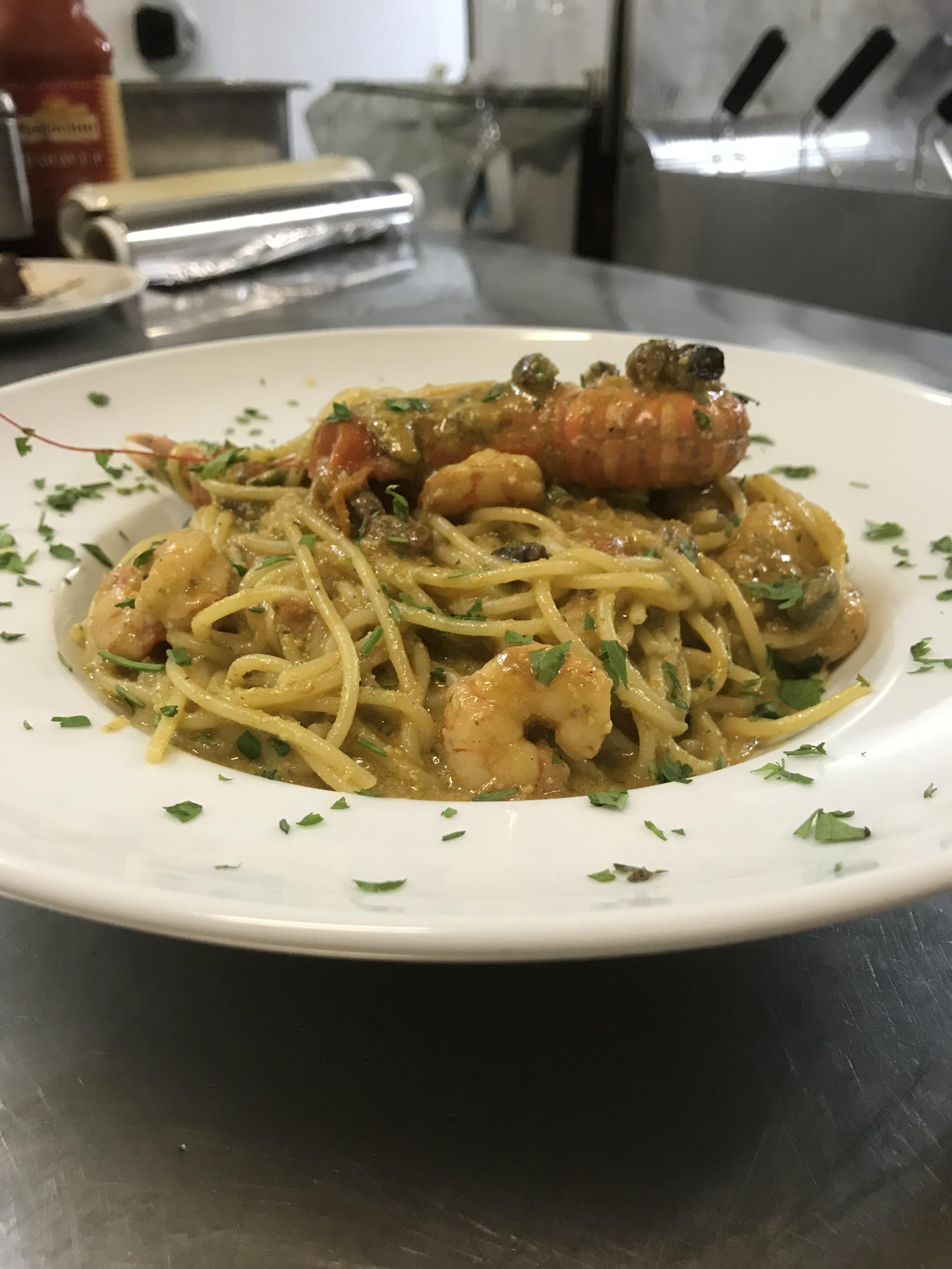 spaghetti gamberi zucchine e pesto genovese